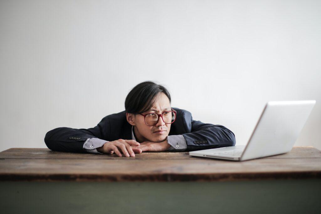 brown out, bore out ou quand le travail n'a plus de sens, bullshit jobs